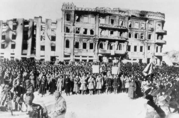 Митинг в освобожденном Сталинграде